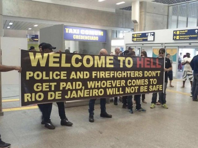 brazilian-police-welcome-hell-sign-640x480
