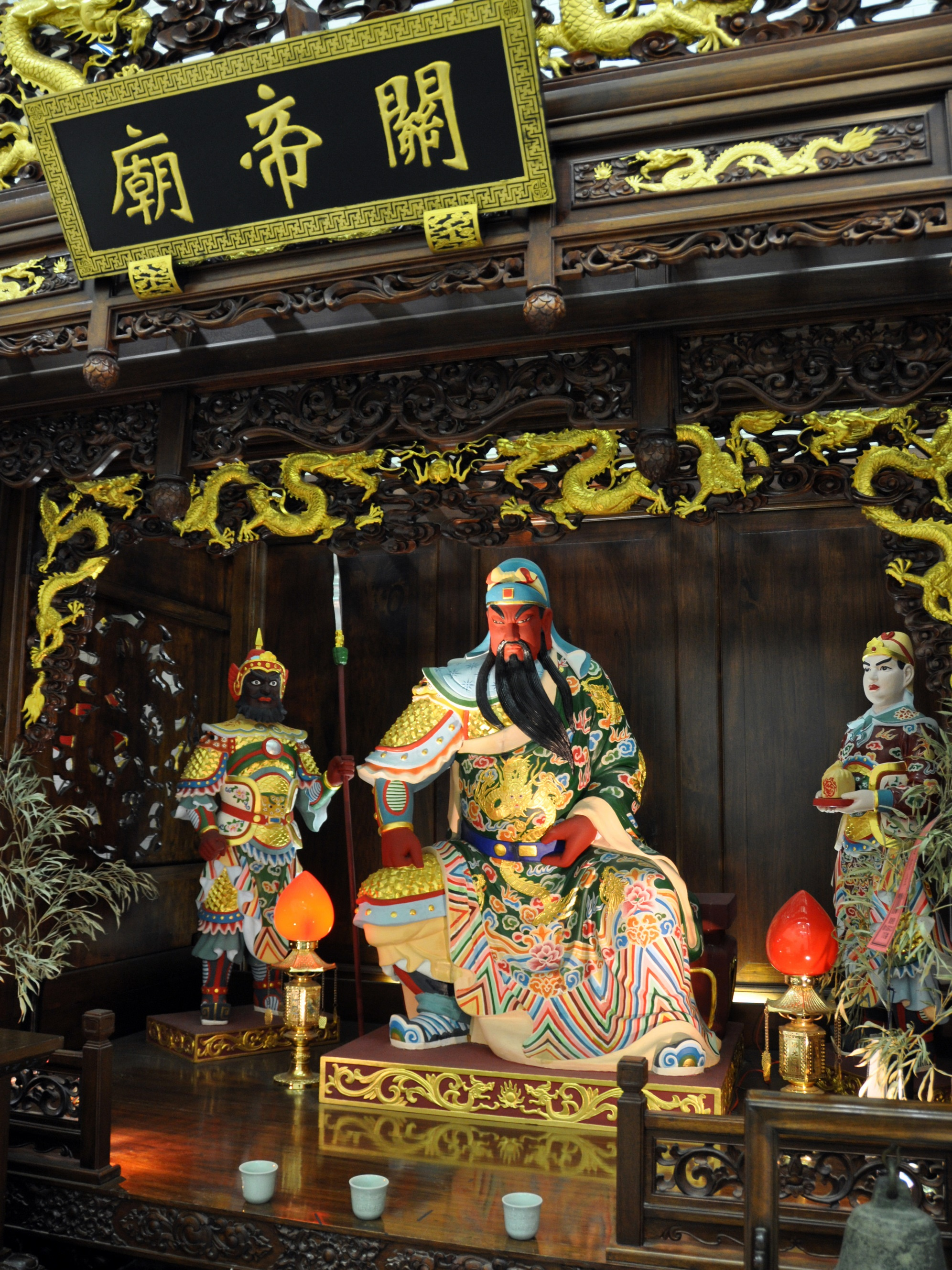 altar_at_the_temple_of_guandi_a_chinese_temple_in_osaka